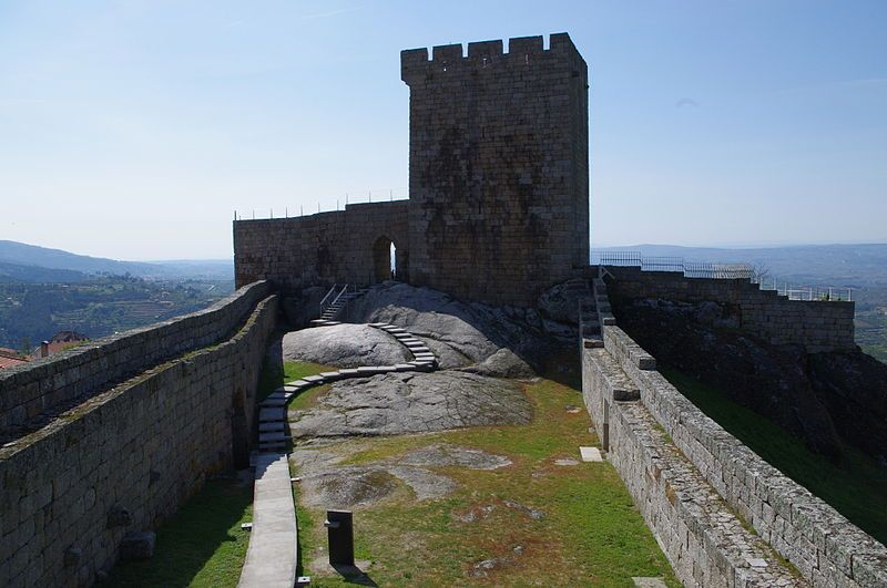 Castelo de Pinhel © Ken & Nyetta, via Wikimedia Commons