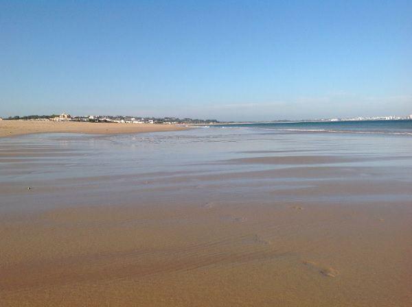 O troço termina em Lagos, uma das capitais turísticas do Algarve (Praia de São Roque com Meia Praia) DR