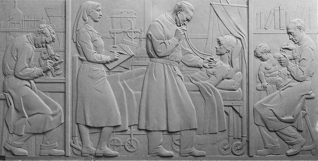 """""""A Medicina"""", escultura de Leopoldo de Almeida (Estúdio Mário Morais; 1933-1983) © Biblioteca de Arte da Fundação Calouste Gulbenkian"""