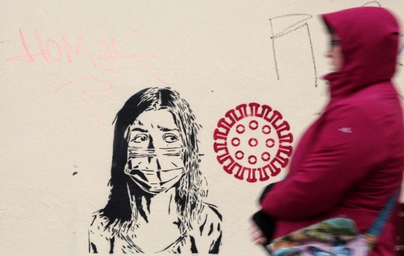 Mural em Berlim [Adam Berry / Getty Images]