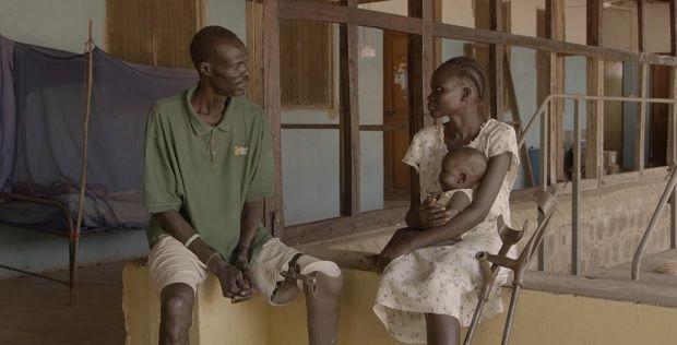 """Makur Diet sentiu-se imbuído de uma """"vida nova"""" quando voltou a andar e hoje ajuda pessoas sem membros a obter próteses DR"""