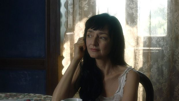 Maria de Medeiros na personagem de Maria Adelaide Coelho da Cunha: uma sofisticada interpretação.