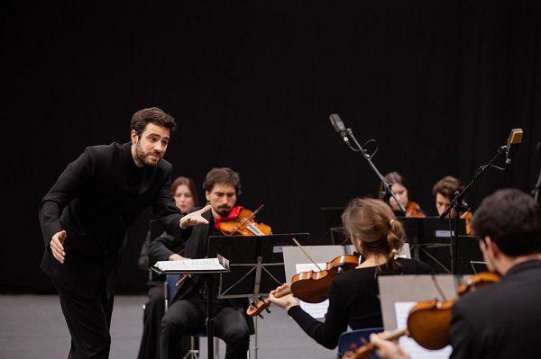 Dinis Sousa é fundador e director artístico da Orquestra XXI. Foto: Facebook Orquestra XXI