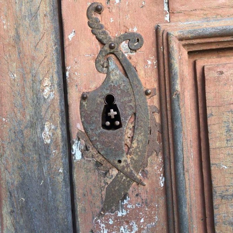 Detalhes arquitetónicos chamam a atenção em Alpedrinha